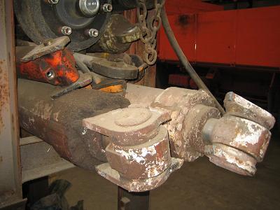 Zylinder Hydraulik, Pneumatik bei HEBA LKW-Verwertung in Mistelbach bei Wels