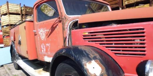 Steyr 380 Feuerwehrauto bei HEBA - Reifen in Mistelbach bei Wels