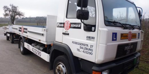 MAN 12.163 Motorwagen+Anhänger bei HEBA-Reifen in Mistelbach bei Wels