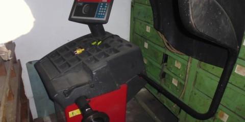 Wuchtmaschine CEMB C72 bei HEBA-Reifen in Mistelbach bei Wels