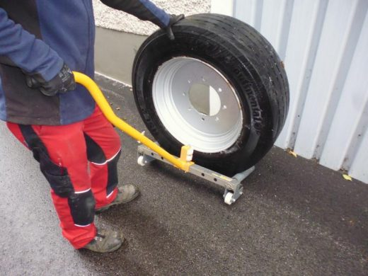 Reifen-Montagewagen bei HEBA-Reifen in Mistelbach bei Wels