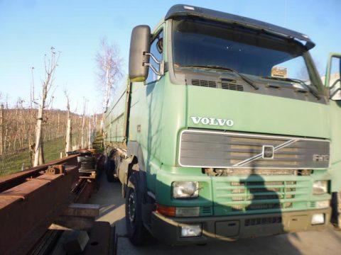 Volvo FH12 Kipper bei HEBA-Reifen in Mistelbach bei Wels