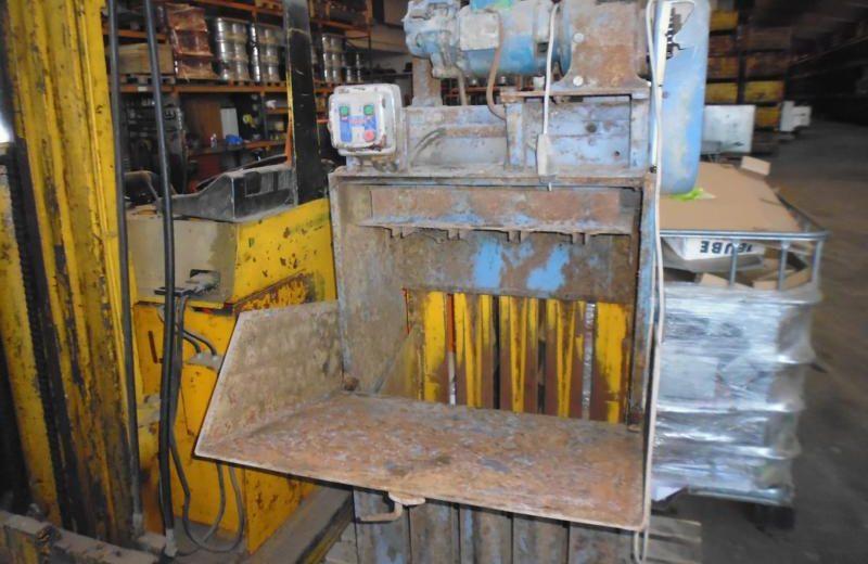Papierpresse bei HEBA-Reifen in Mistelbach bei Wels